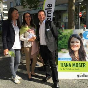 Claudia Hollenstein mit den Nationalräten Tiana Angelina Moser und Martin Bäumle.